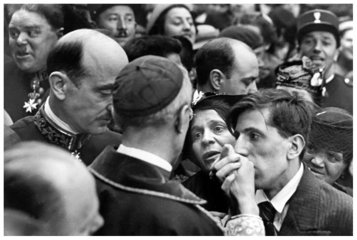 henri-cartier-bresson-cardinal-pacelli-montmartre-paris-1938