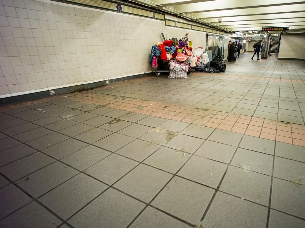 homeless-sleeping-in-subway-nyc-2016-daniel-d-teoli-jr