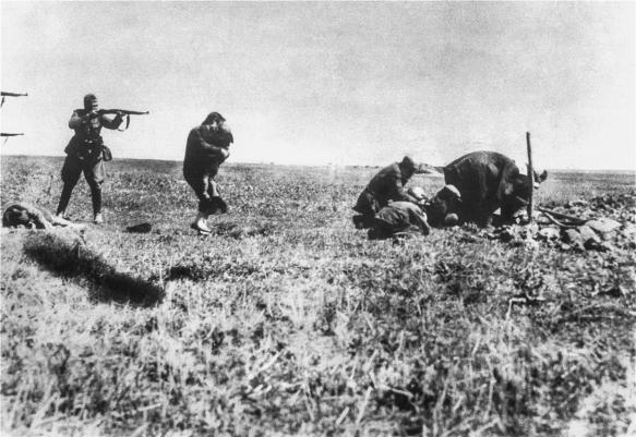 Nazis killing Jews Ivangorod 1942